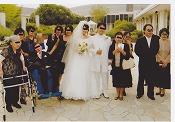当社のオーダースーツを着用して結婚式に参列されている写真